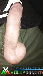 Giovne ragazzo dotato per belle zoccole