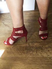 Coi sandali rossi