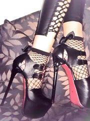 I piedini della splendida Isabella