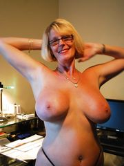 Ancora io nonna tettona nuda