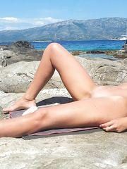 Il sole lo prende nuda