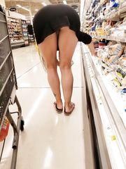 Italiana esibizionismo al supermercato