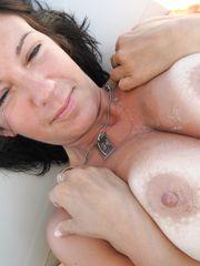 Elisa tettona in topless al mare