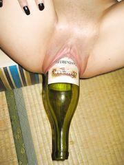 Bella piena con la bottiglia