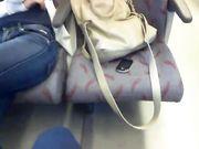 Studentessa in treno spiata da voyeur