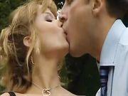 Jessica Ross scopata in giardino da bel ragazzo