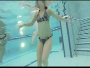 Sega in piscina di alcune amiche molto troie