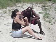 Ursula Cavalcanti scopata in spiaggia da negro superdotato