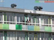 Scopata sul balcone in pieno giorno