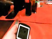 Moglie italiana troia si masturba al ristorante