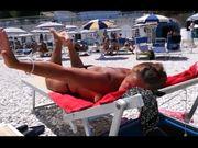 Matura italiana prende il sole in spiaggia