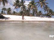 La sirenetta Angelina Black scopata forte in spiaggia
