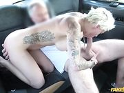 Mila Milan scopata in taxi da maiale voglioso