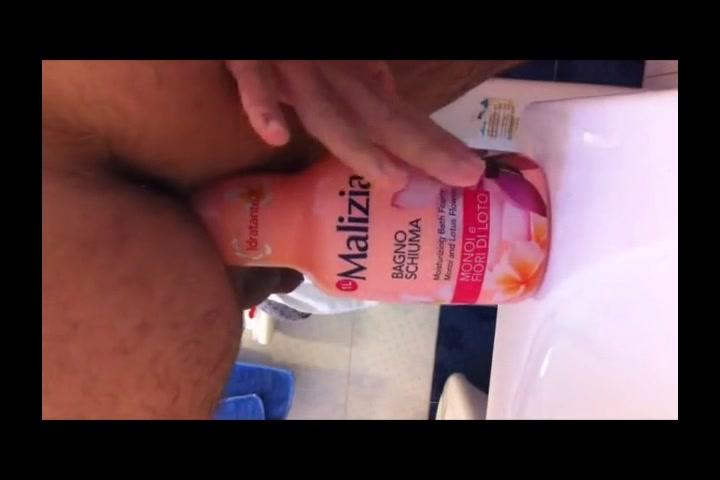Una bottiglia nel culo