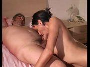 Anziano italiano si fa spompinare da giovane prostituta