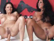 Lesbo sex show con Sofia Cucci e Martina Gold