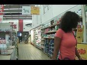 Bella Milf tettona al supermercato