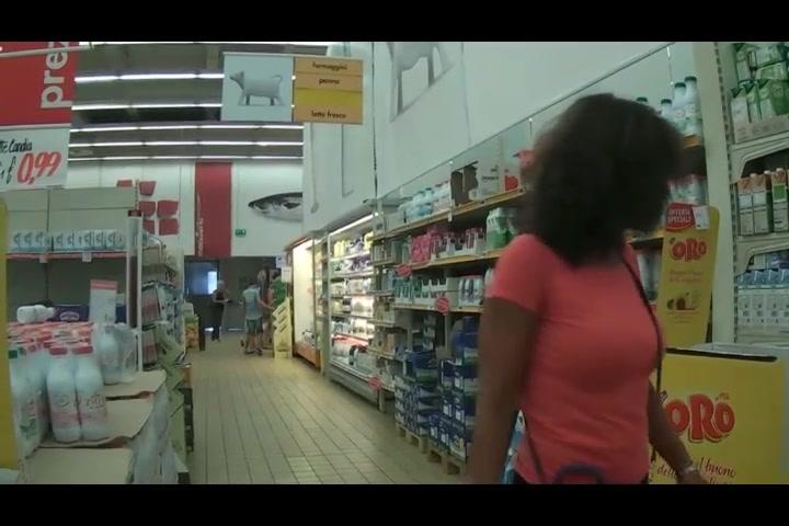 Milfona al supermercato