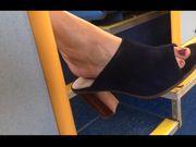 Sexy piedi Milf in metropolitana