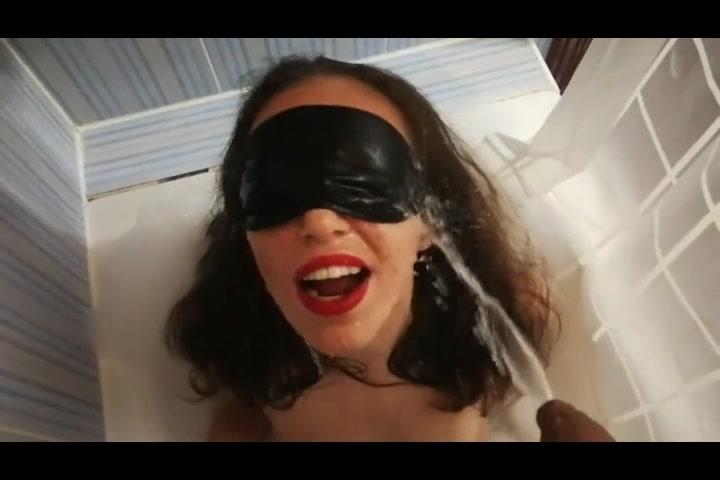 video amatoriale ragazza si fa urinare in bocca