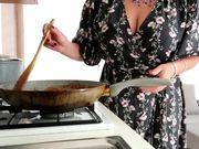 Pasta e masturbazione tettona bionda
