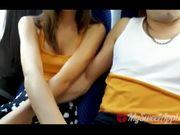 Fidanzata fa un bocchino in autobus al ragazzo
