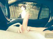 Mi eccita mostrare il cazzo in macchina alle ragazze
