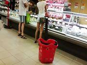 Bella Milf culona al supermercato