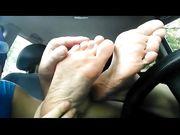Sniffatina piedi sudati