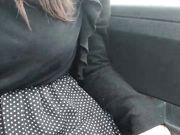 Milf italiana troia si masturba in auto di giorno