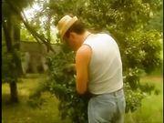 Il contadino cerca moglie e incula la vicina di casa sposata