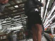 Bella cosciona al supermercato filmata sotto