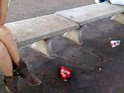 Upskirt in stazione fidanzata senza slip