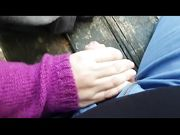 Sconosciuta mi sega sulla panchina del parco