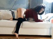 Siria sexy sul divano