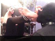 Mistress Marikah Bentley e il suo schiavo leccapi