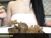 Mistress Marikah Bentley a tavola ... si mangia