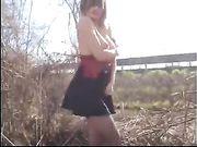 Esibizionista italiana scopa vicino all'autostrada