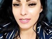 Ragazza italiana esibizionista si masturba su Instagram
