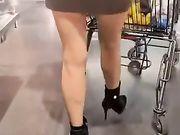 Mia moglie fa la spesa vestita da troia