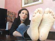 Ipnotizzato dai miei piedi zerbino