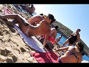 Topless in spiaggia ragazza italiana