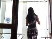 Marcella trans nuda alla finestra