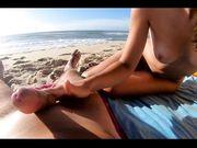 Sega in spiaggia coppia nudista italiana