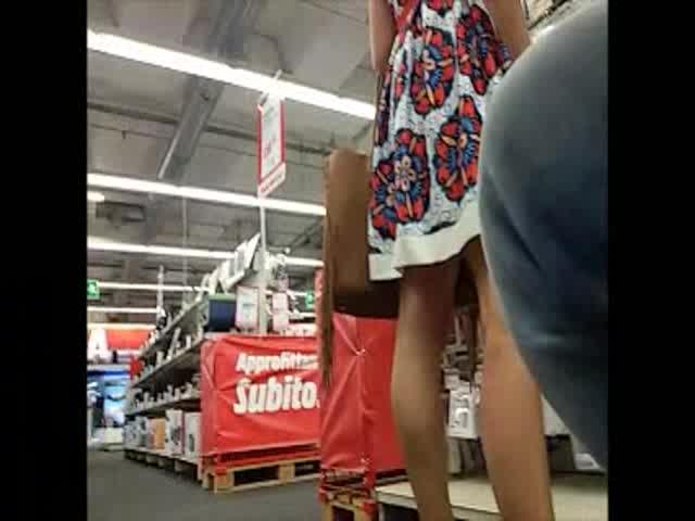 Sotto Milf Al Una La Gonna Di Bella SupermercatoSolopornoitaliani 80wOPnkX