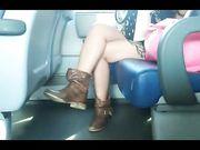 Bella cosciona in treno