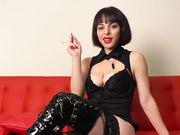 Slave italiano usato dalla mistress come posacenere