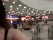 Teen italiane sborrate in faccia al centro commerciale