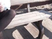 Moglie italiana si masturba sulla panchina in spiaggia