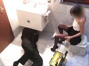 Italiana gode a far eccitare l'idraulico